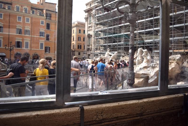 Urlaubsbericht ROM - am Trevi Brunnen