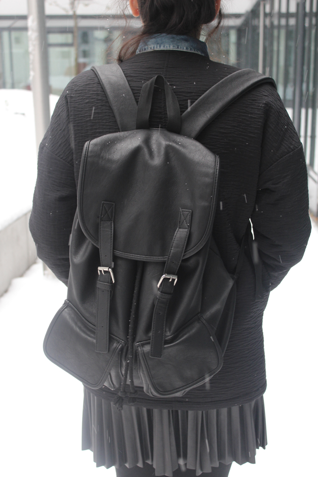 winter outfits berlin look mit rucksack