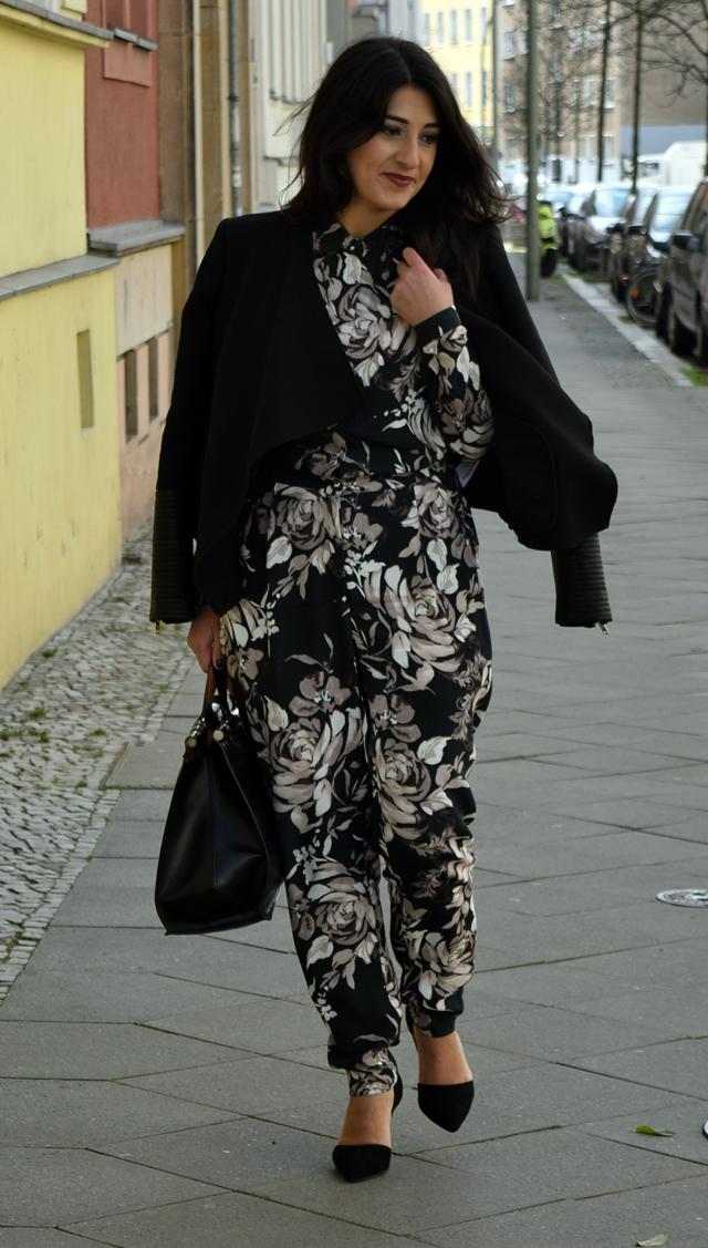 eleganter overall mit blumenmuster straße