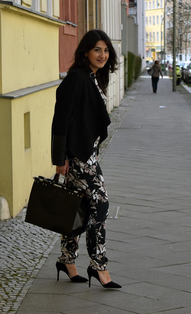 eleganter overall mit blumenmuster