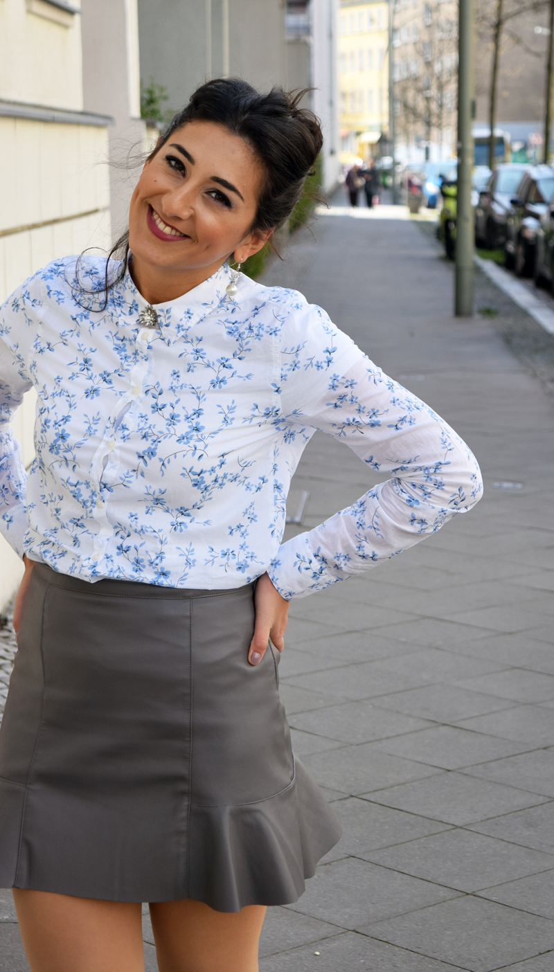outfit post hemd mit blumenmuster portrait2