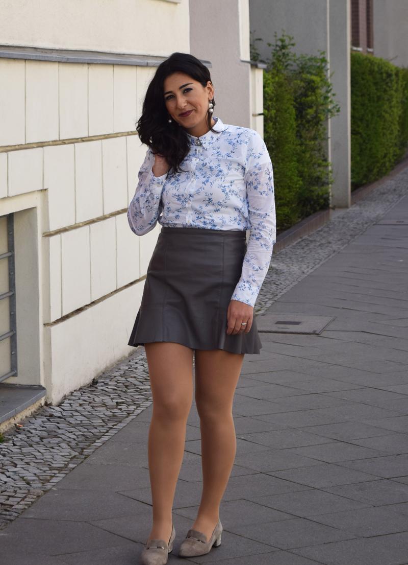 outfit post hemd mit blumenmuster und slipper