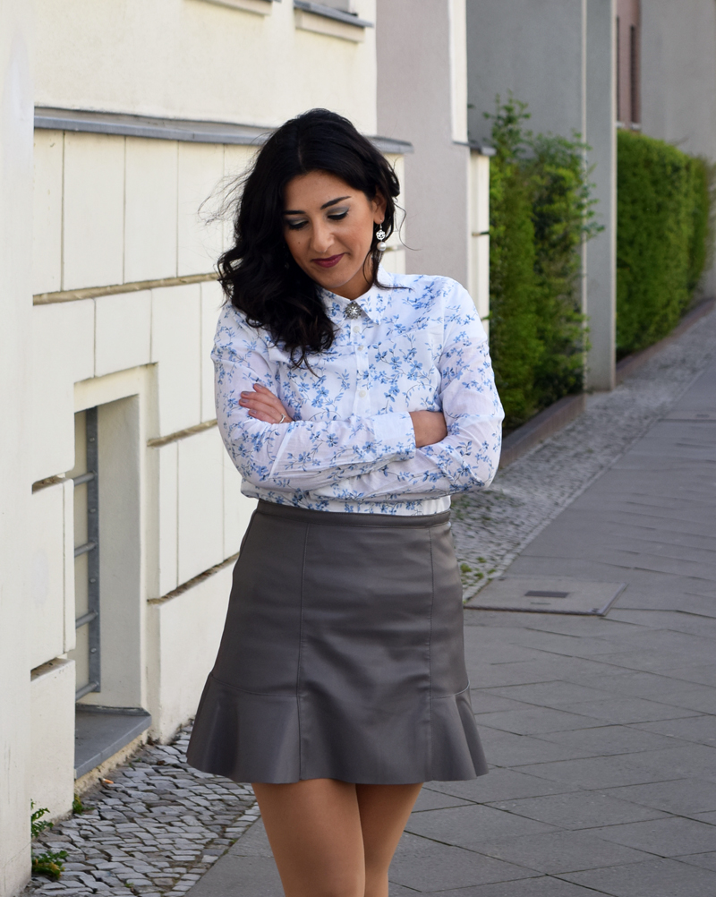 outfit post hemd mit blumenmuster