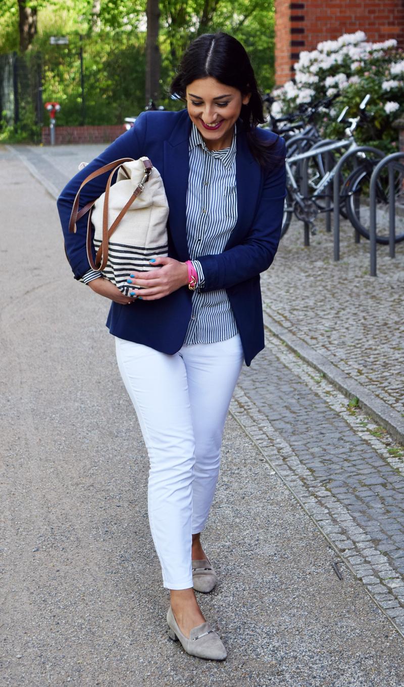 outfit marine blau mit der sommertasche