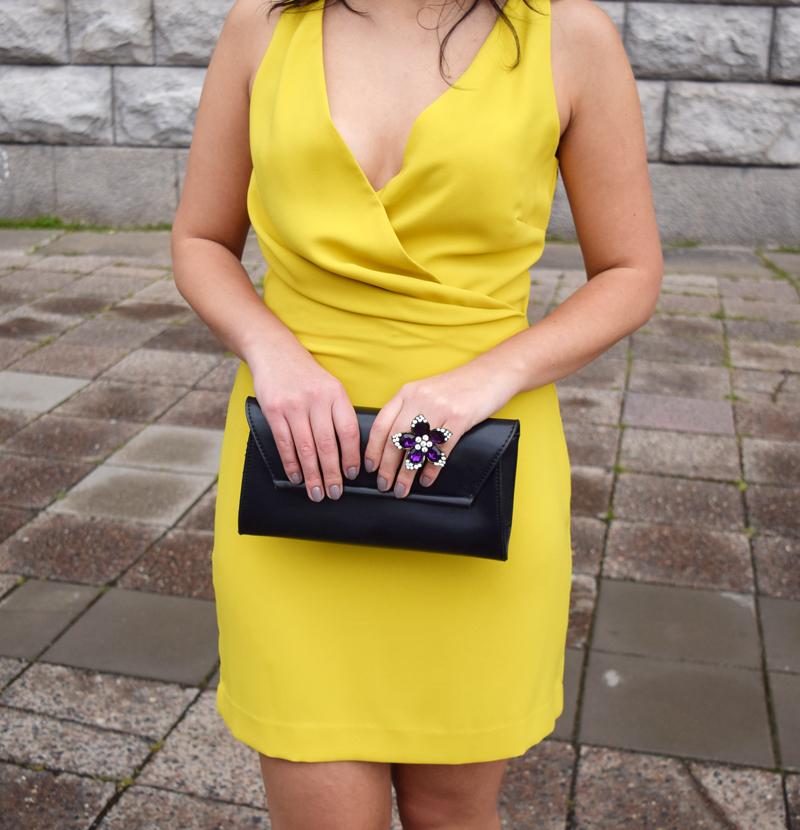 Accessoires zum gelben Kleid
