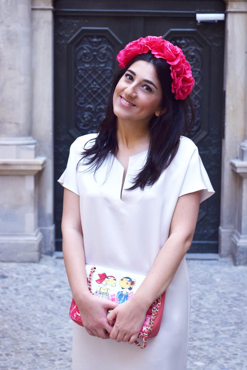 Sommer Outfit mit roten Blumen Modeblog Thingsarefantastic