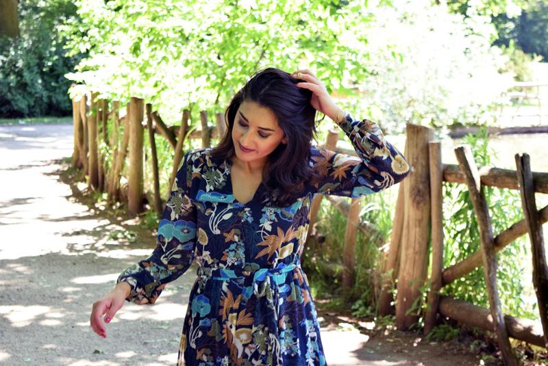 Sommeroutfit Kleid mit Blumenmuster