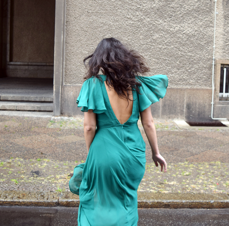 Grünes Maxikleid Outfit