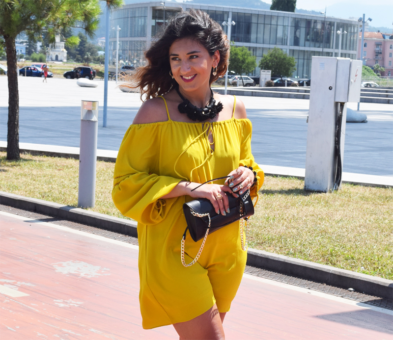 Schulterfreies Kleid im Urlaub Fashion Blog THINGSAREFANTASTIC