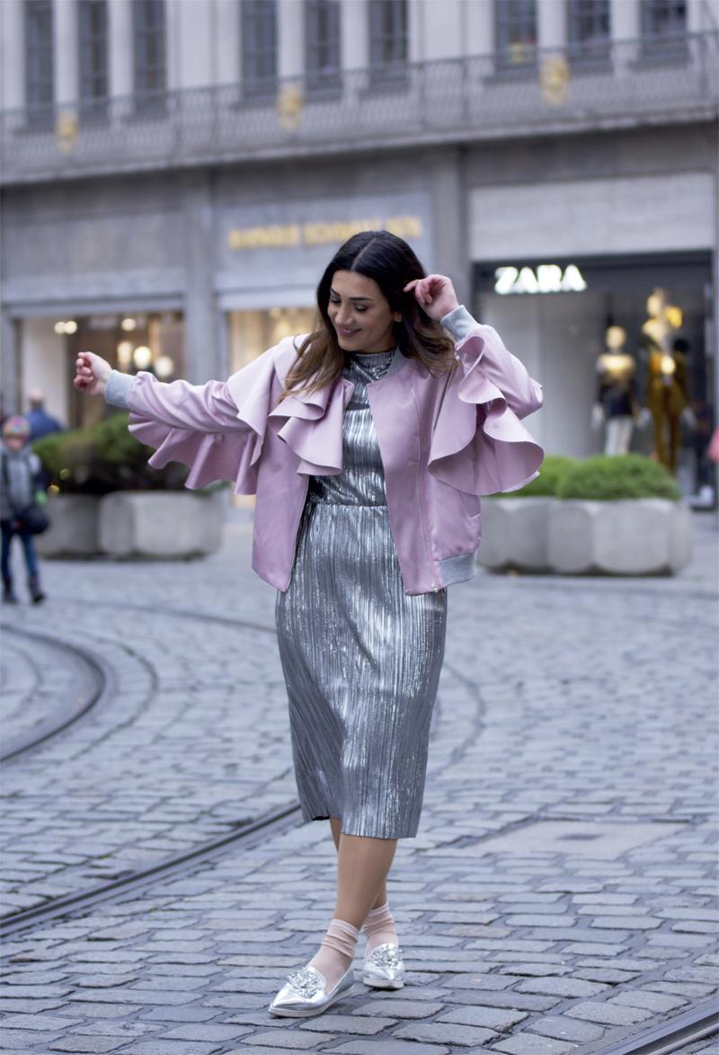 metallic kleid und schuhe look