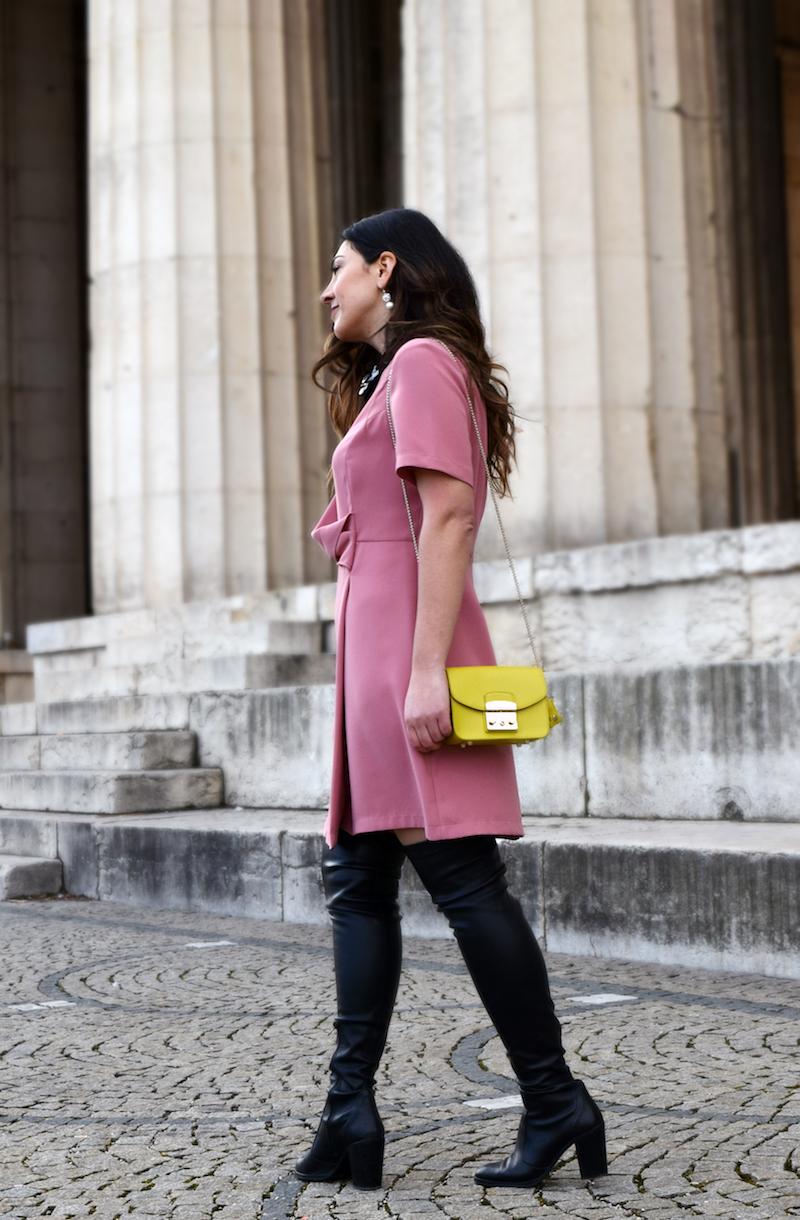 Accessoires und Schuhe zu rosa Kleid