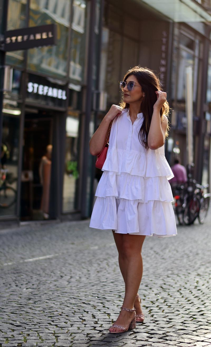 Blogger Outfit Kleid mit Rüschen