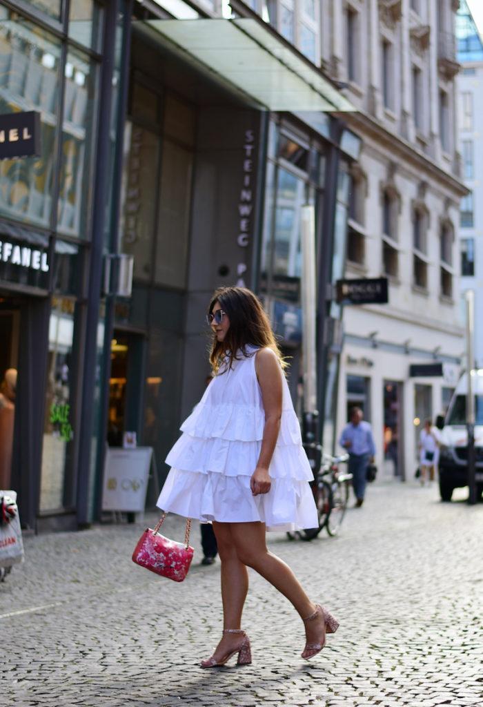 Outfit Rüschen Kleid in weiß