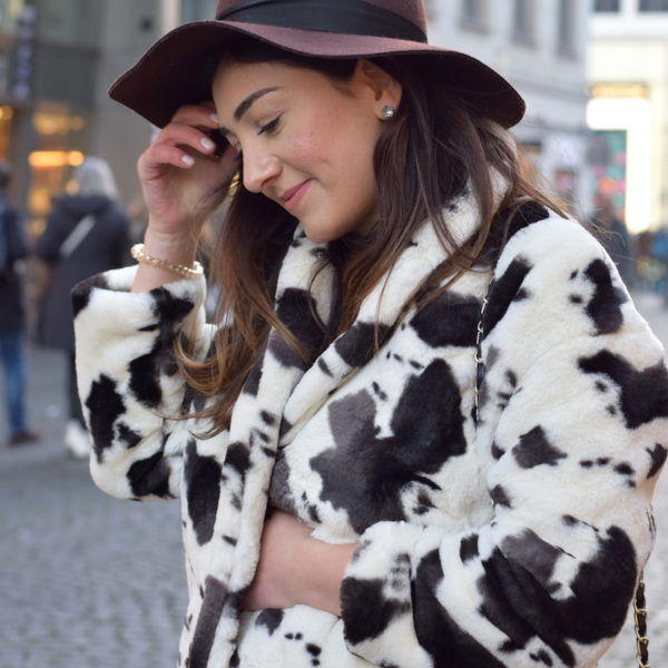 fake fur trend animal print blogger look