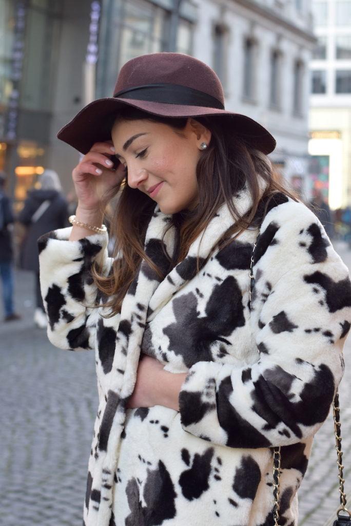 fake fur trend animal print blogger look
